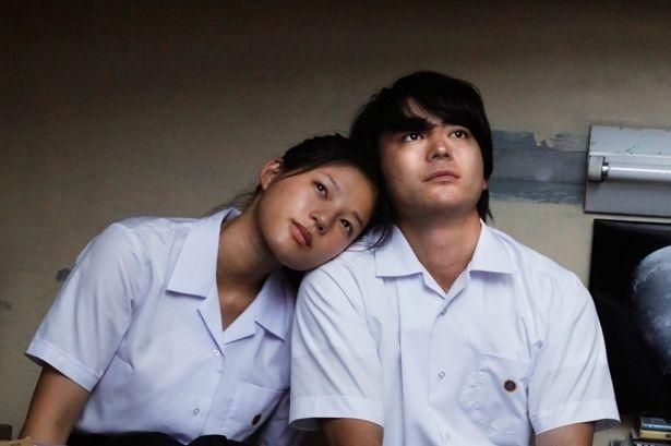 【写真を見る】山田孝之が『パラレルワールド』で制服姿を披露!高校生の初々しい恋模様を体現