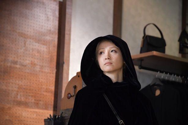 """Dream Amiが出演する、""""色""""をテーマにしたドラマ『色のない洋服店』。鹿賀丈史が画家役として登場"""