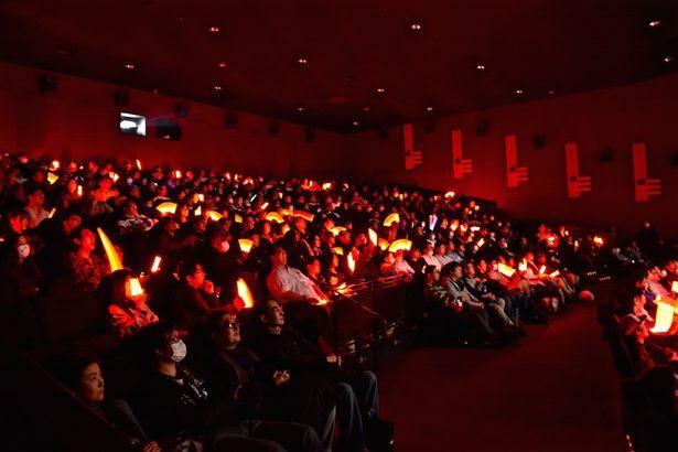 【写真を見る】『劇場版 マジンガーZ / INFINITY』の応援上映が大盛り上がり!会場の様子