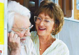 「ヘレン・ミレンは扱いにくい!」ドナルド・サザーランドが30年来の仲良しと夫婦漫才?を炸裂