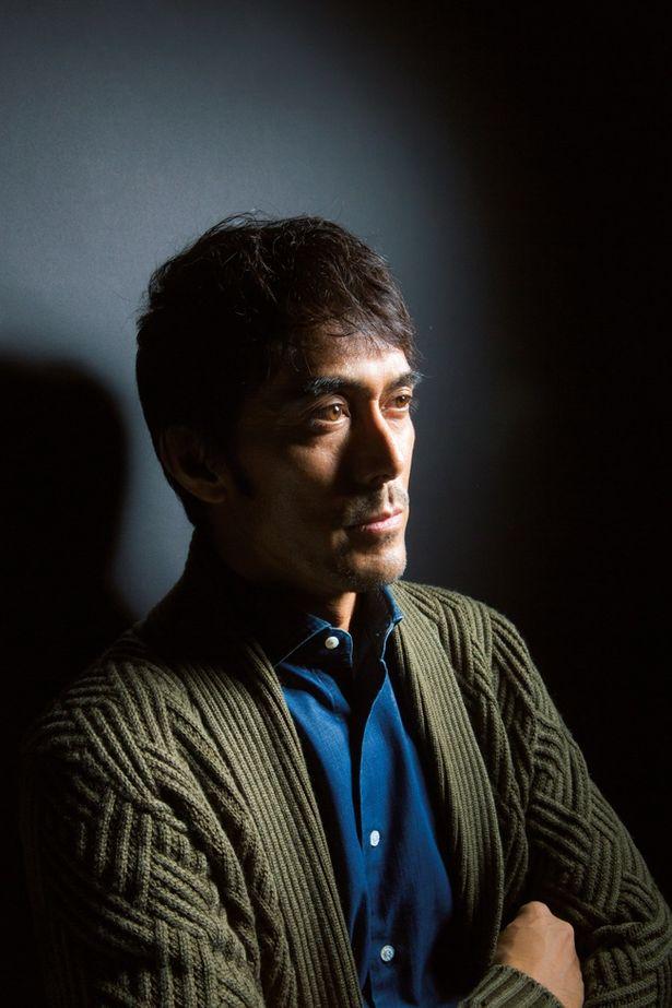 「新参者」シリーズの最終章となる映画「祈りの幕が下りる時」(1月27日・土公開)に出演する阿部寛