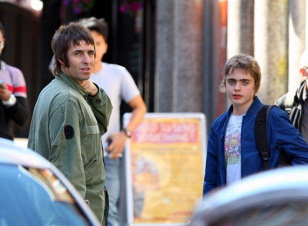 【写真を見る】幼い頃からソックリ!リアムとレノンの顔を見比べてみよう