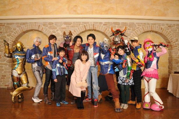 「キュウレンジャー」12戦士と小林麻耶で集合写真!