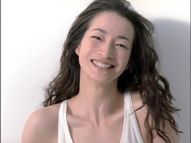 化粧品メーカー「CHIFURE(ちふれ)」の新広告キャンペーン「SAVE WOMAN」。女優のりょうと、47都道府県の輝く女性たちによる47タイプのCMや地方紙とのコラボを展開
