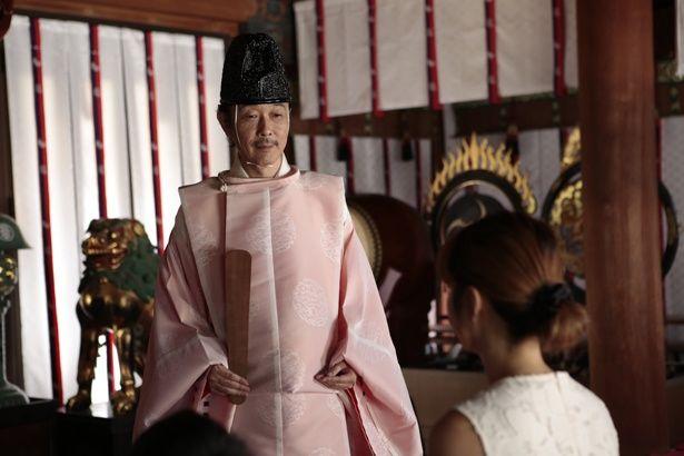 【写真を見る】『巫女っちゃけん。』では宮司役。娘を諭す優しい父に扮する