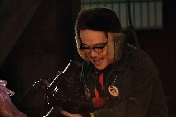 『サニー/32』では女性教師を誘拐する犯罪者役で参加。狂気的な演技に注目