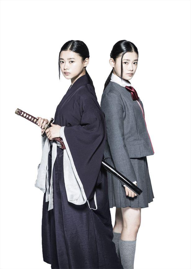 死覇装をまとった死神、普通の女子高生、それぞれの姿を比較できるルキア(杉咲花)のビジュアルが解禁に!