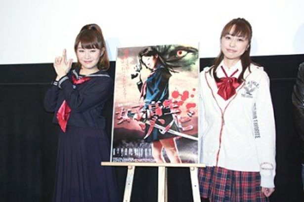 舞台あいさつに登場した高部あいと梶原麻莉子(写真左から)