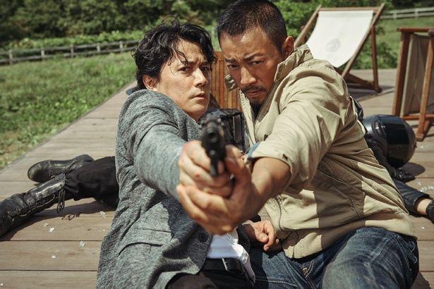 福山雅治とチャン・ハンユーがダブル主演する『マンハント』。二人の息の合った掛け合いにも期待!