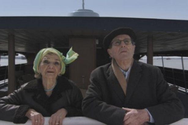 勢い余って、監督自身も奥さんと一緒に映画に出演!