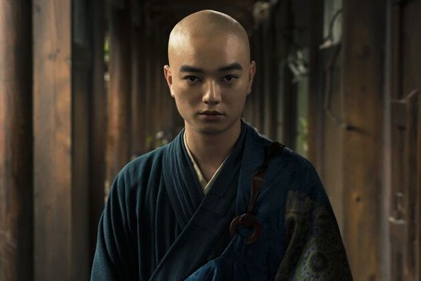 染谷将太が剃髪して、5か月間にわたる中国ロケで空海を好演