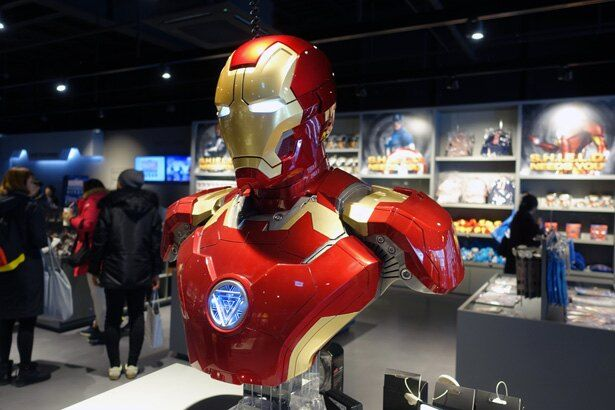 アイアンマンスーツの胸像型Bluetoothスピーカーなど、物欲を刺激されまくる「マーベルエクスペリエンス釜山」のショップゾーン