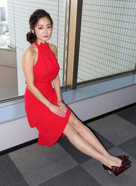 足フェチ映画でヒロインを演じた片山萌美、やっぱりその足はスゴかった!