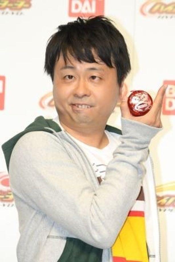 「お前に食わせるタンメンはねえ」の顔でヨーヨーの技を披露する河本準一さん