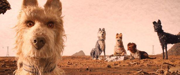 個性的な犬たちのボイスキャストはビル・マーレイやエドワード・ノートンなどウェス組の名優たち