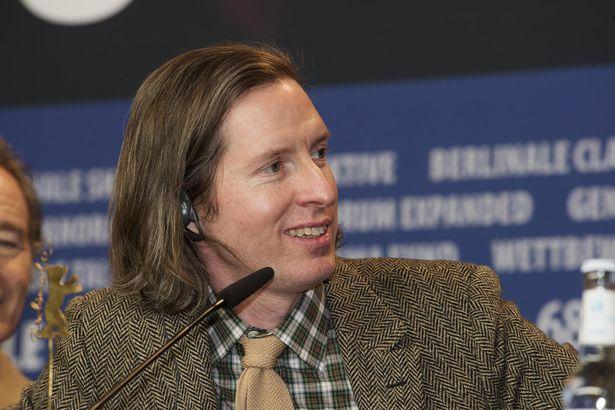 壇上でにこやかな笑顔を見せるウェス・アンダーソン監督