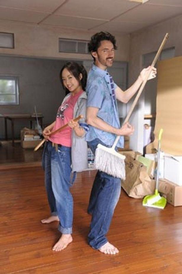 忙しいさおりのため家事を手伝うトニーだったが
