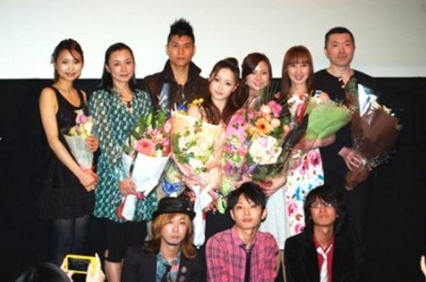 映画「ViVA!kappe」の初日舞台あいさつに西尾舞生(写真中央)ら出演者が勢揃い