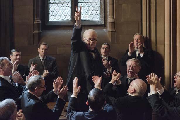 ゲイリー・オールドマンがチャーチルを演じる『ウィンストン・チャーチル/ヒトラーから世界を救った男』