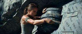新生ララ・クロフトが決死のダイブ!手に汗握る大迫力の予告映像が完成