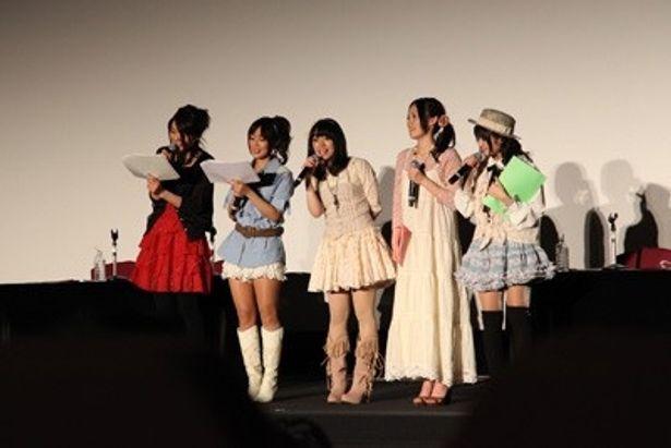 イベントに登場したメーンキャストの豊崎愛生、日笠陽子、佐藤聡美、寿美菜子、竹達彩奈(写真左から)