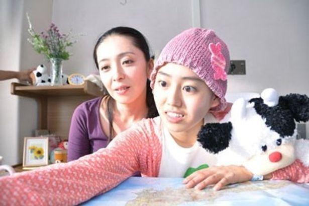 有森也実演じる香蓮の母親が香蓮に献身的に付き添う