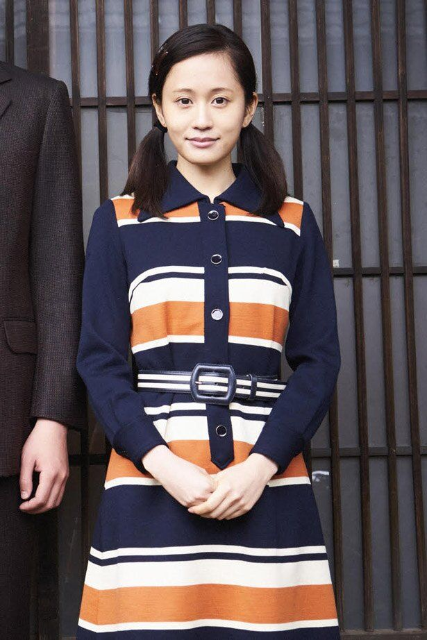 【写真を見る】前田敦子のツインテール&昭和ワンピ姿はこちらから!