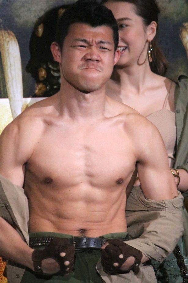 現役復帰宣言の亀田興毅がムキムキの筋肉を披露