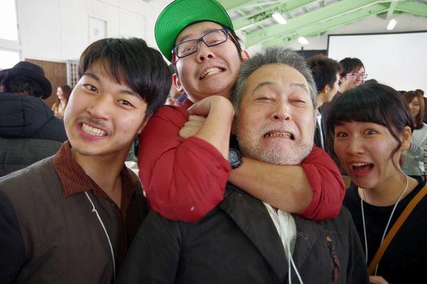 審査員特別賞に輝いた鳴瀬監督が、審査委員長の瀬々監督を襲撃!