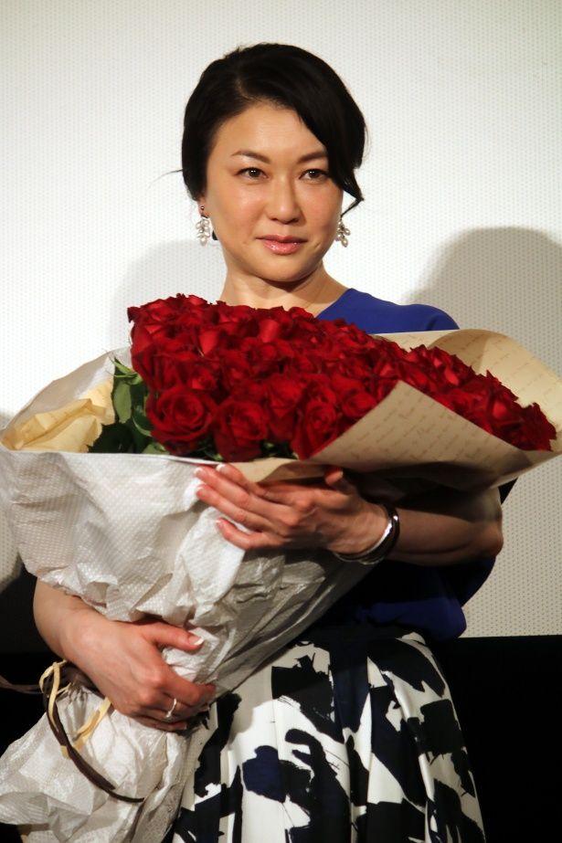 夏川結衣が『妻よ薔薇のように 家族はつらいよIII』舞台挨拶に登壇