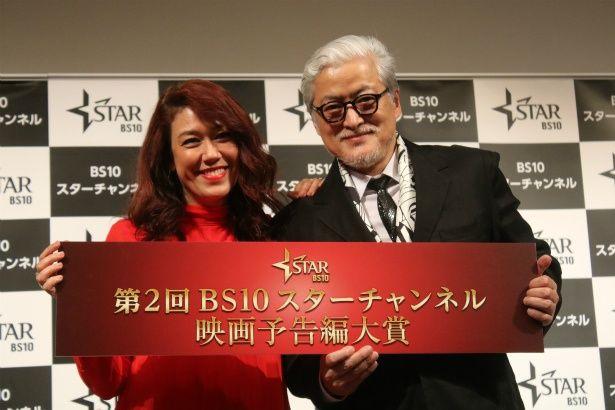 第2回 BS10 スターチャンネル映画予告編⼤賞の授賞式に登壇したLiLiCoと陣内孝則