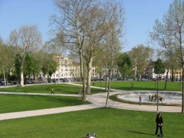 ウーディネで最も大きな広場がプリモマッジョ広場