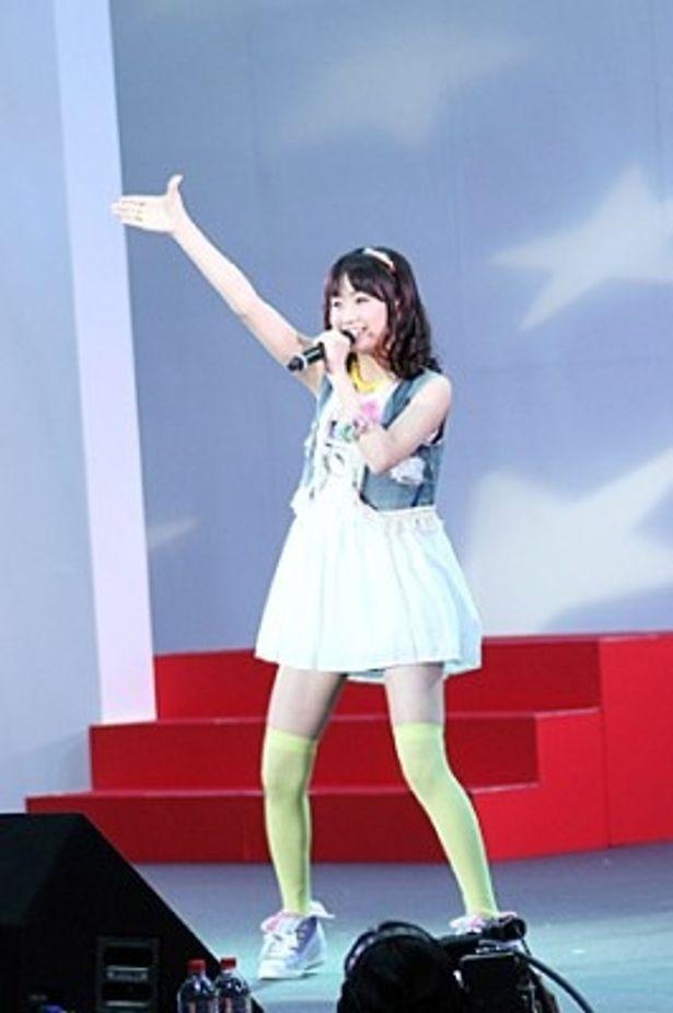 麻生夏子がエンディング曲「Everyday sunshine line!」を熱唱