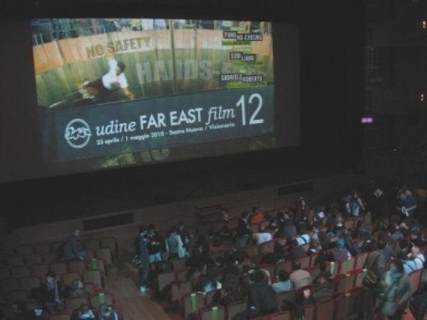 会場は上映を待ちわびる映画ファンで超満員に