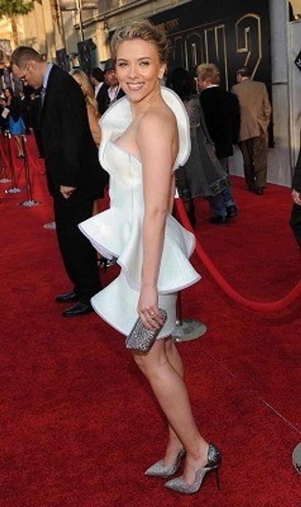 【写真】セクシーで可憐!スカヨハの白ドレスにクラクラ