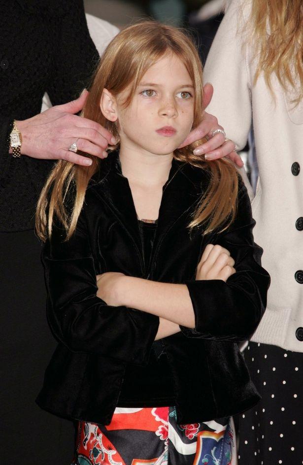 幼少期は、強い眼差しが印象的だったステラ
