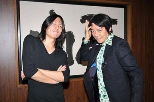 「警部補 矢部謙三」の主題歌「美紗子ちゃん」を歌う新人アーティスト・小林太郎(写真左)。生瀬勝久と感激の2ショット