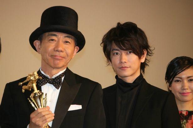 『いぬやしき』の初日舞台挨拶に登壇した木梨憲武と佐藤健