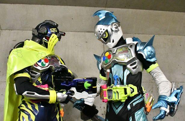 TVシリーズでは事ある毎に衝突していたスナイプ(左)とブレイブ。Vシネマではどんな関係に?(『ブレイブ&スナイプ』)