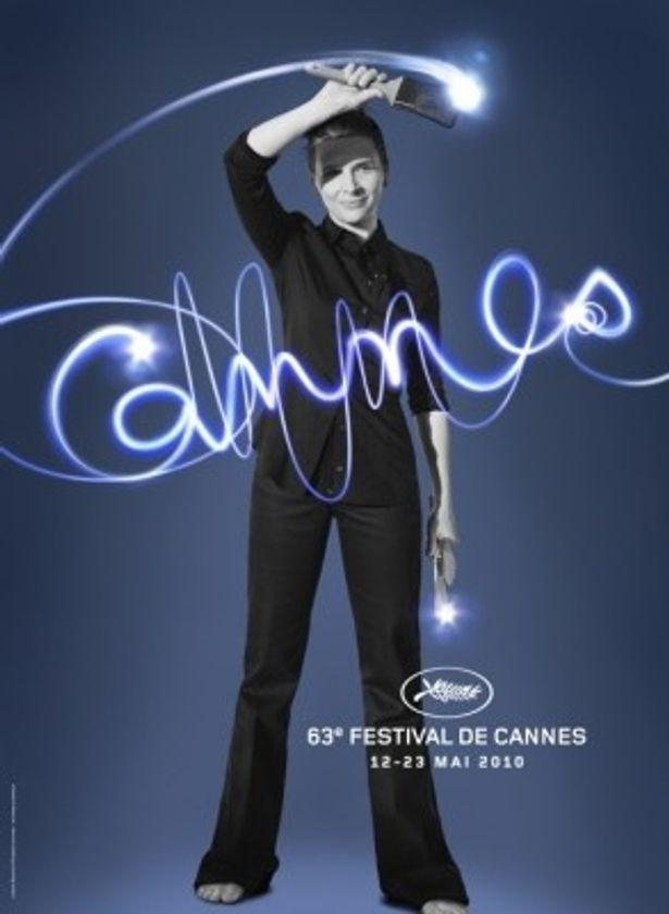 """今年の公式ポスター。ジュリエット・ビノシュが描いた文字は""""Cannes"""""""