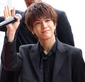 """三代目JSBがレッドカーペットを闊歩!岩田剛典""""アニキ""""への憧れを笑顔で告白"""