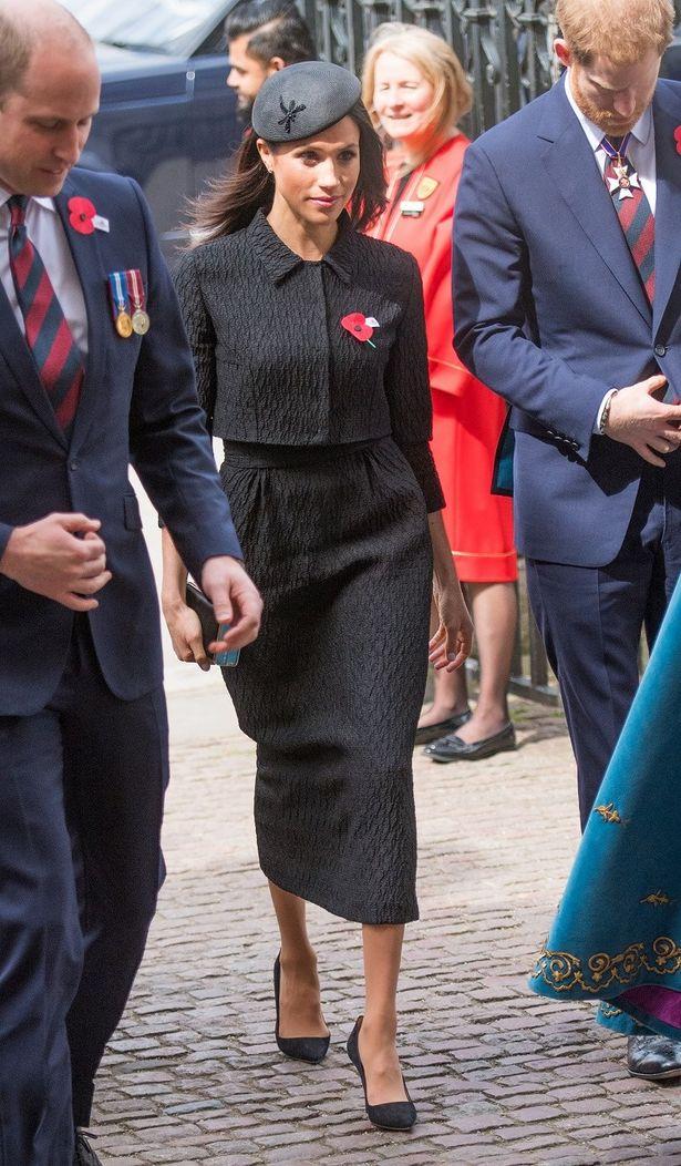 王室御用達の帽子デザイナーによるピルボックス帽にも注目