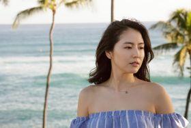 """長澤まさみが南国ハワイで""""ヘルシー美脚""""をさらけ出す!"""