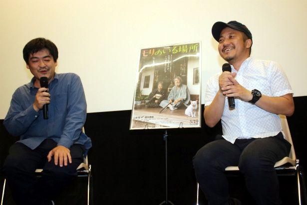【写真を見る】笑顔で爆笑トークを繰り広げた沖田修一監督と白石和彌監督