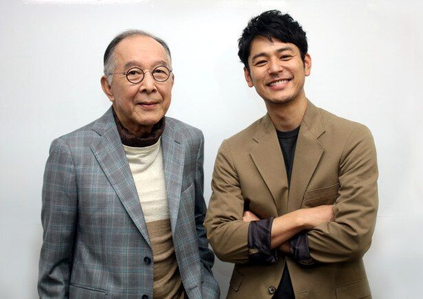 『東京家族』や「家族はつらいよ」シリーズ3作で親子役を演じた橋爪功と妻夫木聡