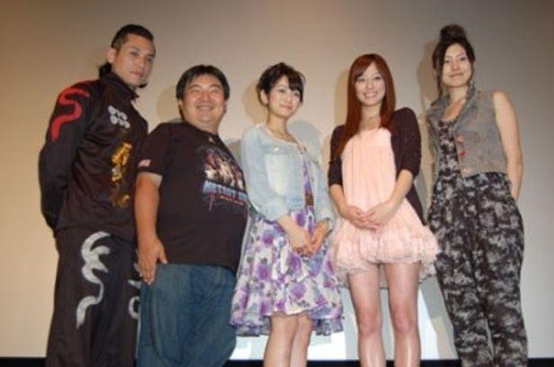 坂口拓(写真左)、井口昇監督(写真左から2番目)ら5人が舞台挨拶に登場!