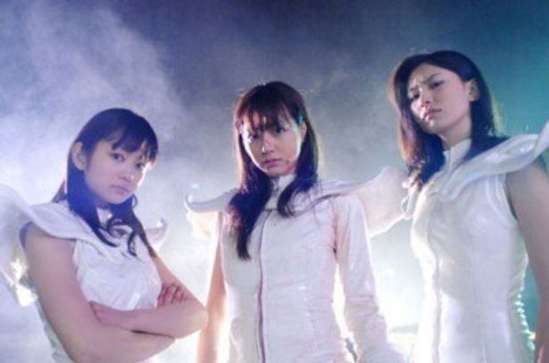 血を浴びながら戦う美女3人に興奮必至!