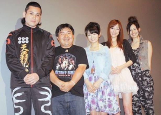 舞台あいさつに登場した坂口拓監督、井口昇監督、森田涼花、杉本有美、高山侑子(写真左から)