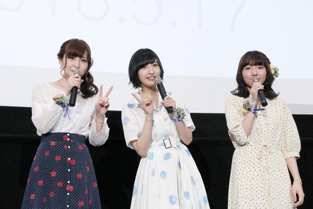 左から山田結衣役の高橋未奈美さん、加瀬友香役の佐倉綾音さん、三河役の木戸衣吹さん