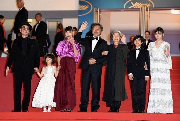 【写真を見る】カンヌ国際映画祭で安藤サクラは、ルイ・ヴィトンのドレスで登場